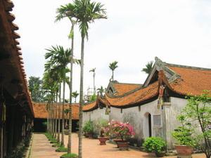 visite-de-la-pagode-but-thap-hanoi-vietnam