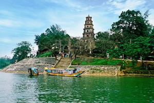 pagode-de-la-dame-celeste-hue-vietnam